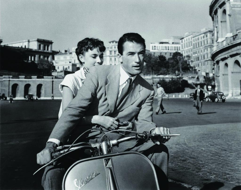 Pizza e film con Vacanze Romane: Audrey Hepburn e Gregory Peck in Vespa a Roma